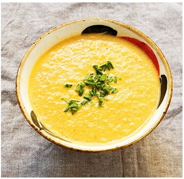Sopas de dietas cremosas de espinaca con limón